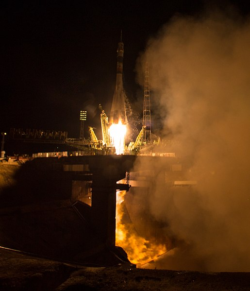 Expedition 47 Launch (NHQ201603190005).jpg