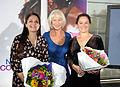 Filminstruktor og manuskriptforfatter Pernilla August, juryformann Helen Mirren og manuskriptforfatter Lolita Ray under offentliggjoringen av mottakerne av Nordisk rads filmpris 2011. August og Ray mottok prisen for filmen Svinalangorna.jpg