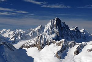 Finsteraarhorn - Image: Finsteraarhorn and surrounding mounts