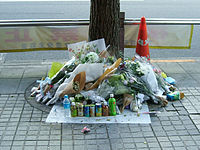 Flowers for victims of Akihabara massacre 20080615.jpg
