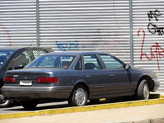 Ford Taurus (second generation) - 1992 Ford Taurus sedan