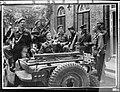 Foto van prins Bernhard in een jeep omringd door officieren waarschijnlijk in Ni, Bestanddeelnr 252-1857.jpg