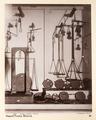 Fotografi på vågar från Neapels museum - Hallwylska museet - 104171.tif