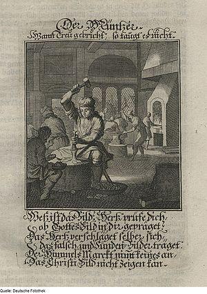 Ein Kupferstich aus einem alten Buch, oben und unten unleserliche Schrift. Das Bild zeigt eine alte Münzwerkstatt und einen Mann vor einem Amboss. Mit seiner linken Hand hält er einen Prägestempel auf den Amboss, mit der rechten Hand hat er einen Hammer hoch über den Kopf gehoben