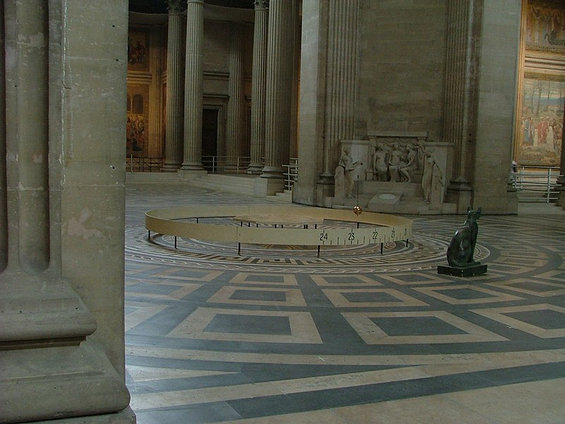 Datei:Foucault pendulum pantheon paris 2006.jpg