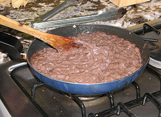 https://upload.wikimedia.org/wikipedia/commons/thumb/5/51/Frijoles_refritos.jpg/320px-Frijoles_refritos.jpg