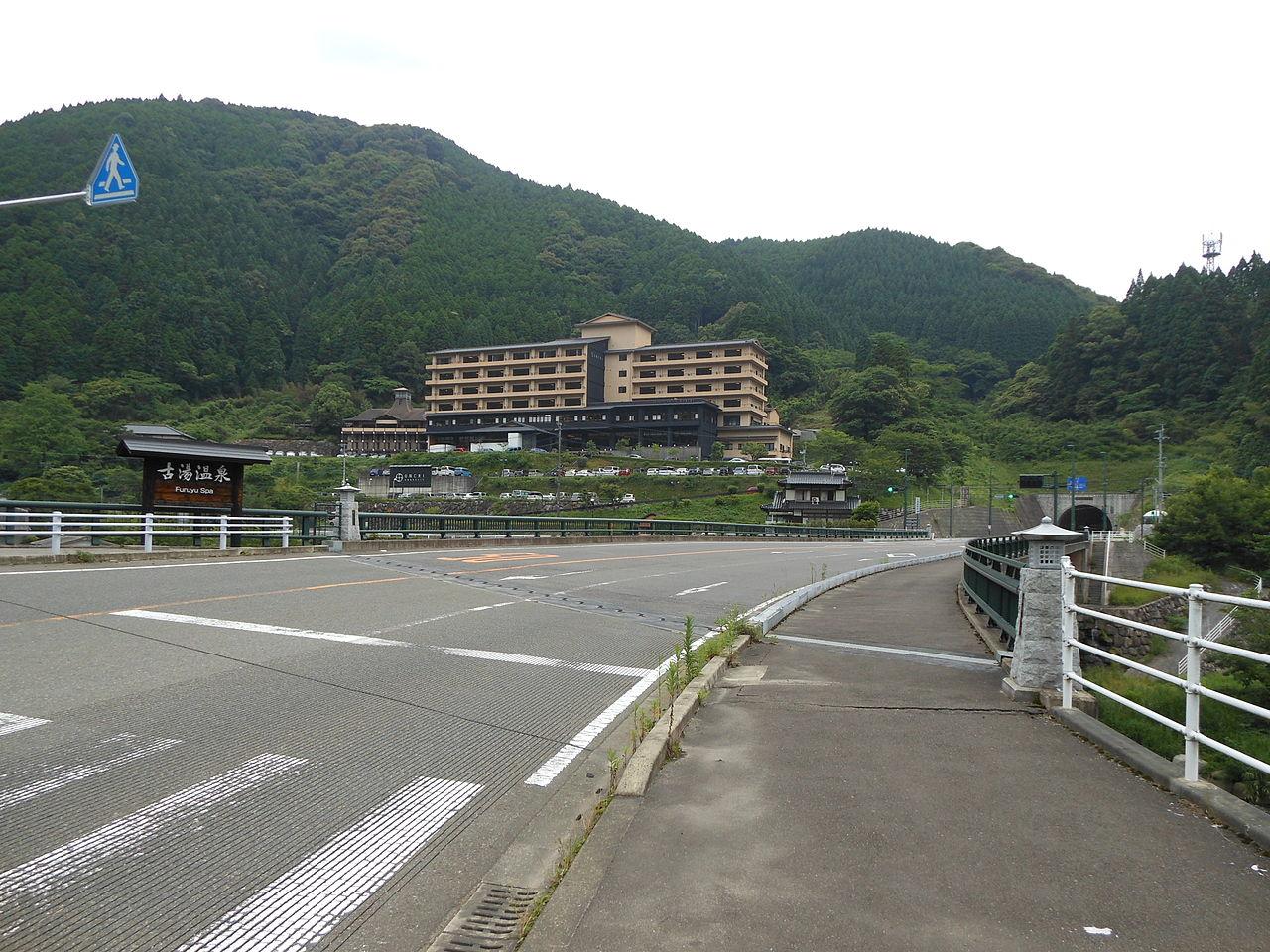Front of Furuyu Onsen.JPG