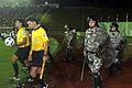 Fußballschiedsrichter und Polizeischutz.jpg