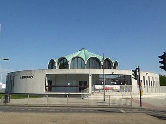 Barkingside - Image: Fullwell Cross library (41234704575)