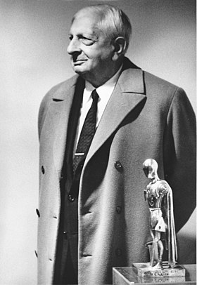 Giorgio De Chirico 1971 Milano, mostra personale di scultura.jpg