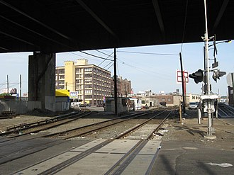 Hunterspoint Avenue station (LIRR) - Image: Grade Crossing 11th St & 53d Av jeh