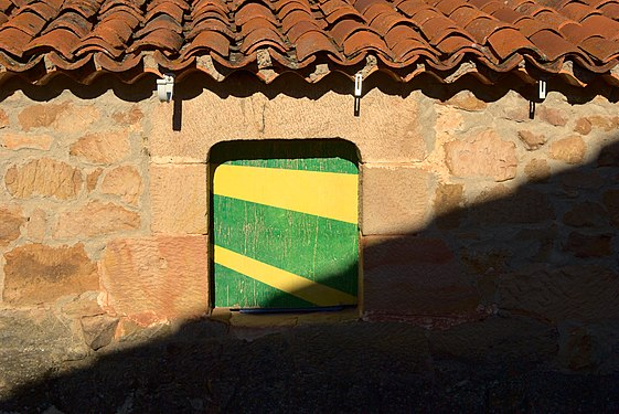 Green and yellow small window.jpg