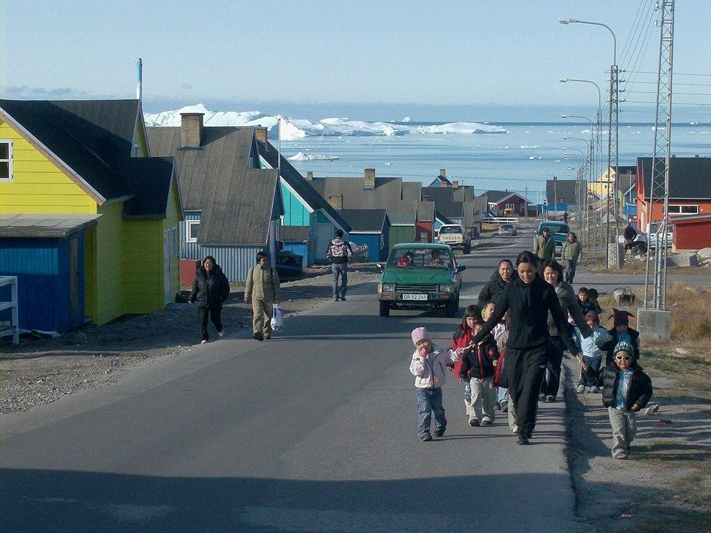 file greenland 5  ilulissat  street scene with children
