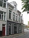 foto van Bedrijfspand met bovenwoning in eclectische bouwstijl