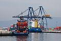 Guindastres e embarcacións no porto de Vilagarcía de Arousa. Galiza-V16.jpg