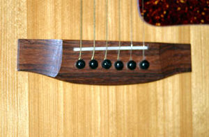 Flat top guitar - Image: Guitar bridge