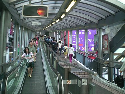 Central-Mid-levels escalators at Cochrane Street. HK Central Cochrane Street Central-Mid-Levels escalators Upsidedown.JPG