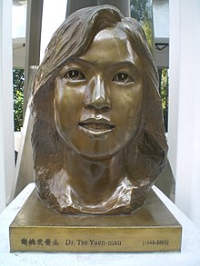 HK Park Memorial of Fighting SARS Heros bronze statue 1 TSE Yuen Man head.JPG
