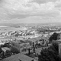 Haifa. Stad en de haven met een spoorwegemplacement en olieinstallaties en met o, Bestanddeelnr 255-0223.jpg