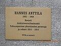 Hannes Anttilan muistolaatta.jpg