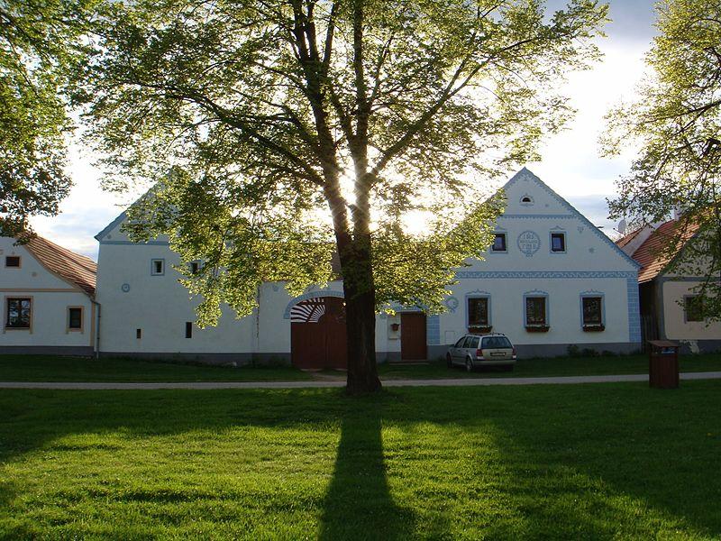 File:Holašovice Historic Village-112759.jpg