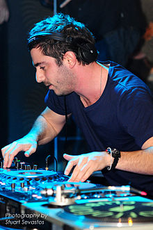 Hook n Sling @ Villa Nightclub (20 6 2009) (3694101296) .jpg
