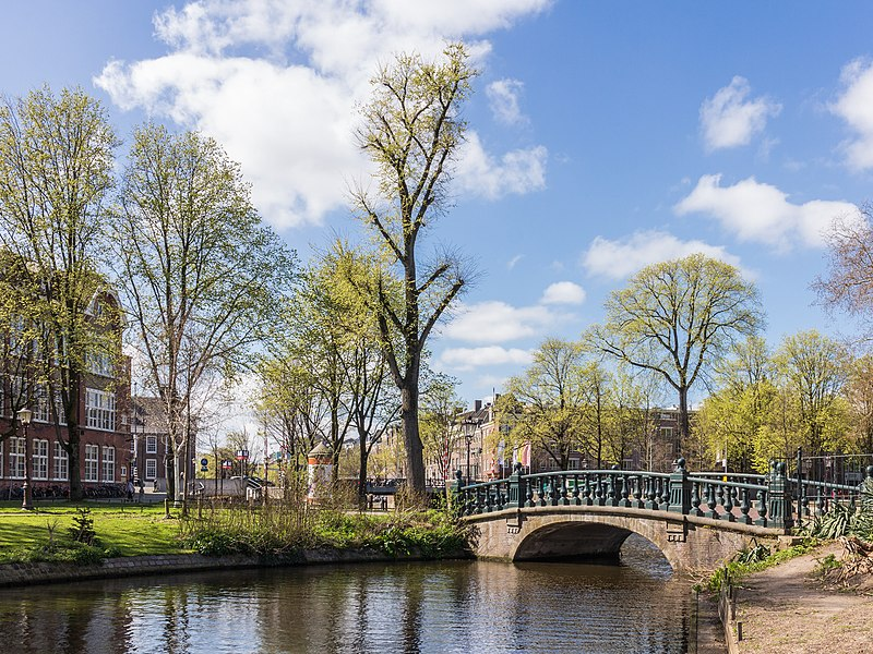 Hortus Botanicus Amsterdam. Bridge 233, Dr. D.M. Sluyspad over the Nieuwe Herengracht.
