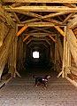Hund in gedeckter Brücke in Beuron.jpg