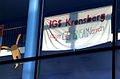 IGS Kronsberg, Länger GEMEINSAM lernen, Stofftransparent über dem Eingangsbereich der Sek.-II-Stufe am Kattenbrookstrift 30 in 30539 Hannover.jpg