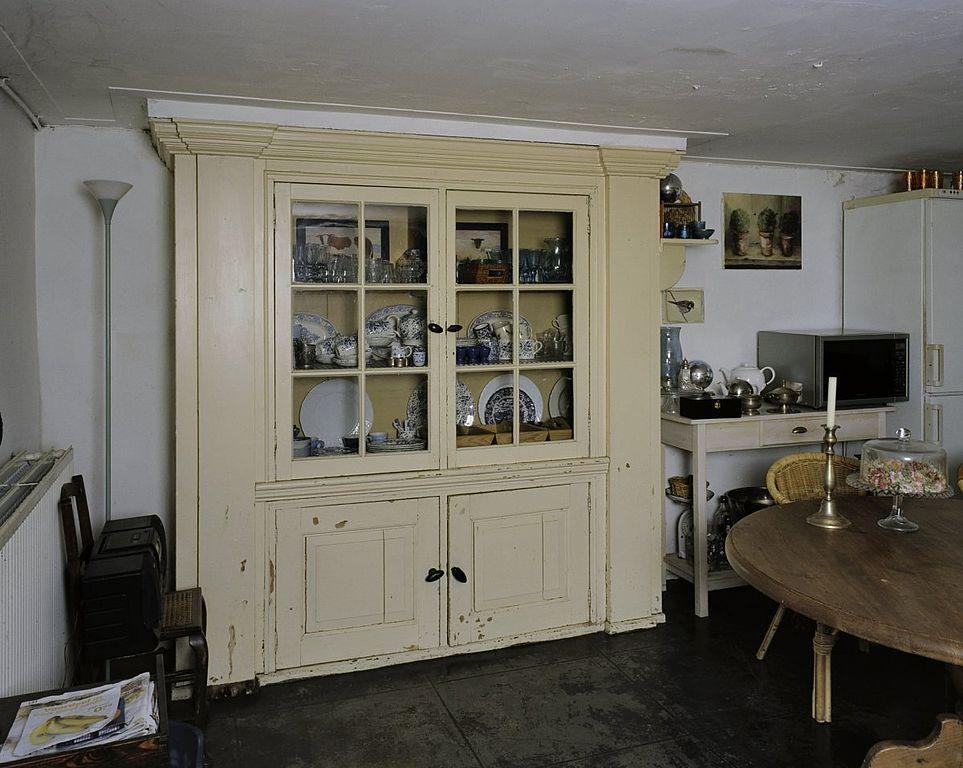 File:Interieur kelder, kastenwand in keuken - Baarn - 20338508 - RCE ...
