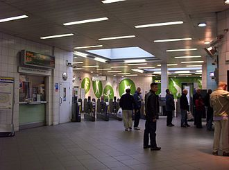 Oval tube station - Image: Interior of Oval Tube Station