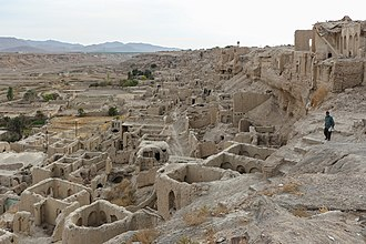 Izadkhast - Image: Izadkhvast ruins 01