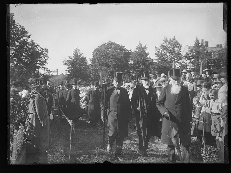 File:J. Løvlands Begravelse - no-nb digifoto 20160420 00229 NB NS NM 10308.jpg