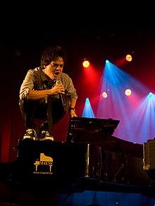 Jamie Cullum 2011.jpg