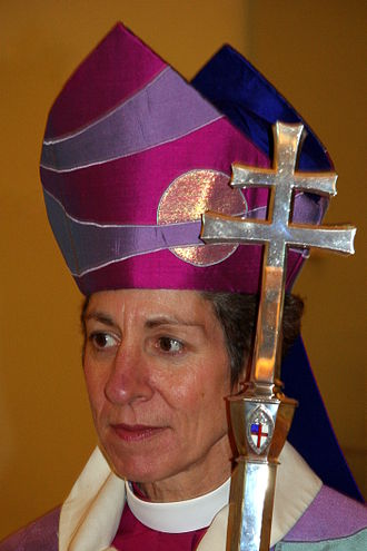 Mitre - Presiding Bishop Katharine Jefferts Schori wearing a mitre lacking Christian symbols.