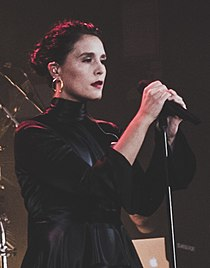 Jessie Ware in the Islington Assembly Hall in September 2017 (7).jpg