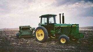 Stone picker agricultural machine