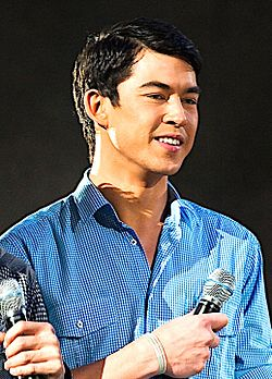Jon Avila at the Star Magic Concert Tour in Ontario, June 2009.jpg