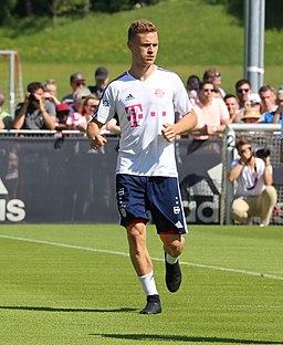 Joshua Kimmich Training 2018-05-08 FC Bayern Muenchen-2