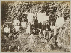 KITLV 12587 - Sem Céphas - Some indigenous and European men, presumably on the coast at Mantjingan - 1897-04.tif