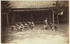 KITLV 3931 - Kassian Céphas - Wayang topeng performance in the house of the patih Yogyakarta - Around 1885.tif