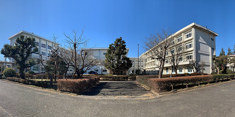 File:Kanagawa Prefectural Kibogaoka High School, school buildings, 2021.jpg