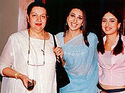 Kareena Kapoor and her mother Babita, flanking her sister Karisma Kapoor
