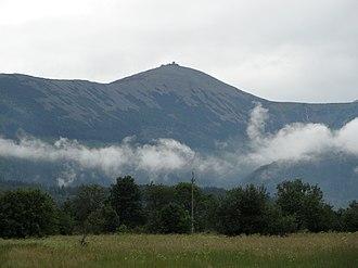 Sněžka - Image: Karkonosze w chmurach Riesengebrige in Wolken (2)