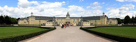 Karlsruher Schloss Front Panorama.jpg