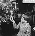 Kinderen rond de kerstboom, Bestanddeelnr 934-5757.jpg