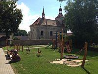 Kostel Povýšení svatého kříže v Loukovci.JPG