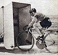 L'Américain Albert Marquet le 12 avril 1937 à Los Angeles, recordman mondial de vitesse à vélo sur le plat derrière abri (139,902 kmh, aspiré par une voiture) - 2.jpg