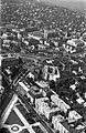 Légifotó Budáról. Elől a Vérmező északi vége az Attila úti házakkal, feljebb a Széll Kálmán (Moszkva) tér, a Ganz gyár, háttérben a Rózsadomb. Fortepan 18263.jpg