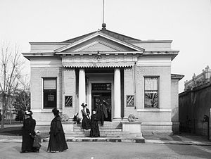 Temple Square - Old Bureau of Information building, which served visitors from 1904 to 1978 (1909 photo).